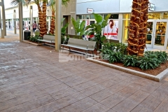The hardscape surfaces throughout the Tanger Outlets in Daytona Beach feature the expert craftsmanship of our colleague Edwards Concrete and their skillful installation of Bomanite Bomacron Boardwalk imprinted concrete earned them the 2017 Gold Award for Bomanite Imprint Systems over 12,000 SF.